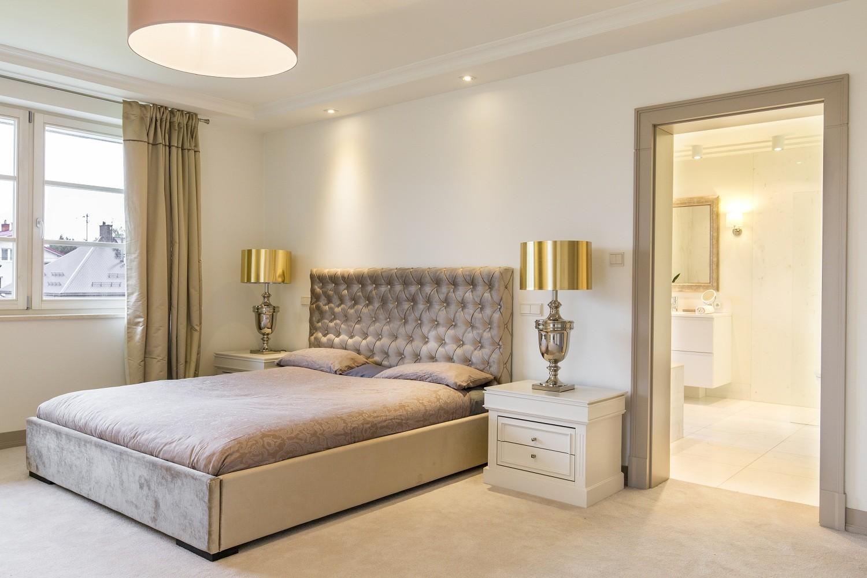 Dormitorio de matrimonio estilo clásico
