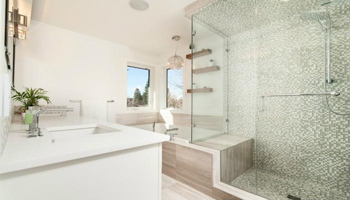 Esenciales y originales: las mamparas para bañeras
