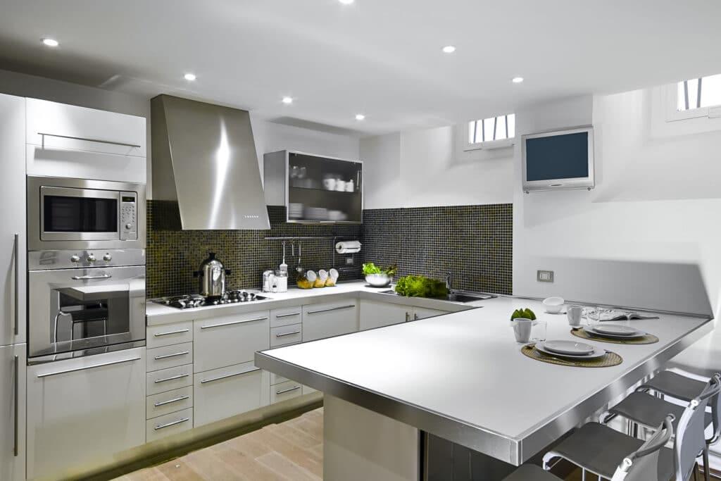 interior-cocina-muebles-auxiliares