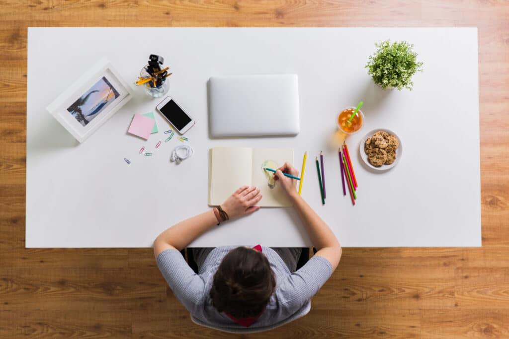 organizar escritorio para trabajar en casa